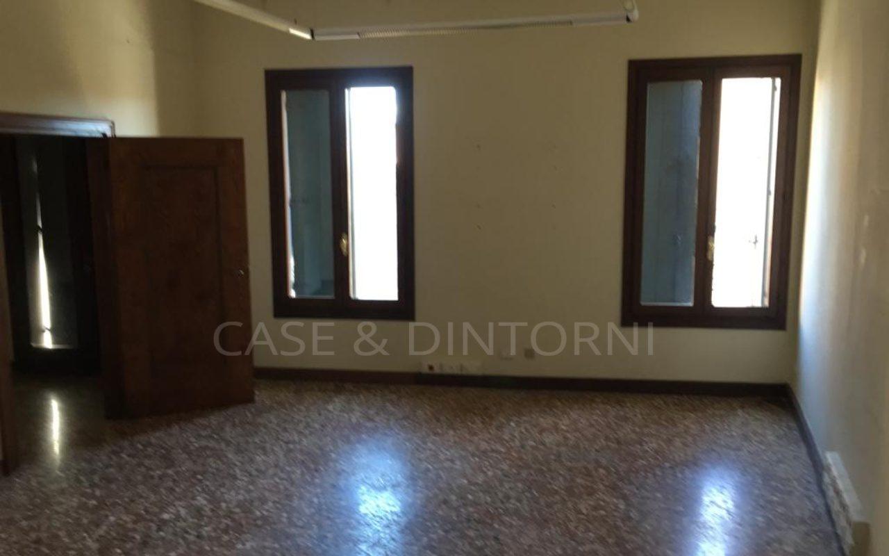 Palazzetto di prestigio in affitto in centro a Rossano Veneto